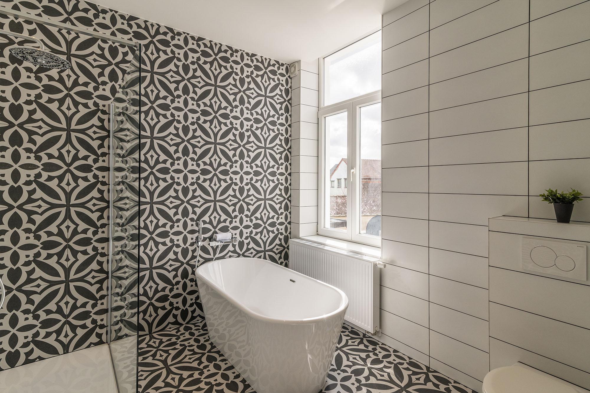 voor en na - badkamer afgewerkt