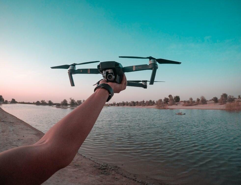 Drones: mag je er zomaar mee vliegen in België?